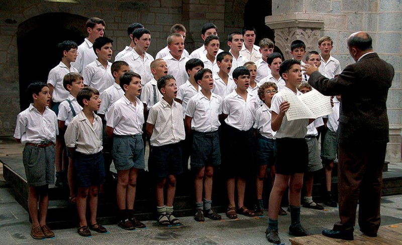 les choristes Les choristes 1 english –advanced magdalena diego gonzález 3rd grade group: eteacher: nora alin guzmán pelagio class2011- 2012.