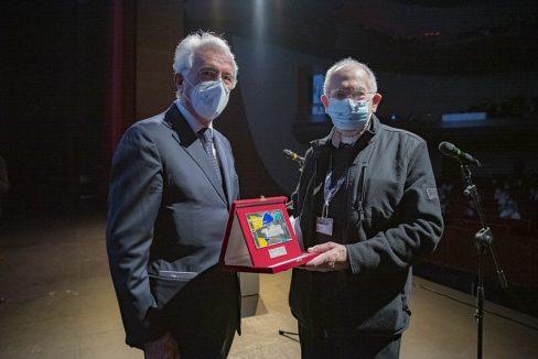 Ronald Grant receives the Jean Mitry award at Pordenone